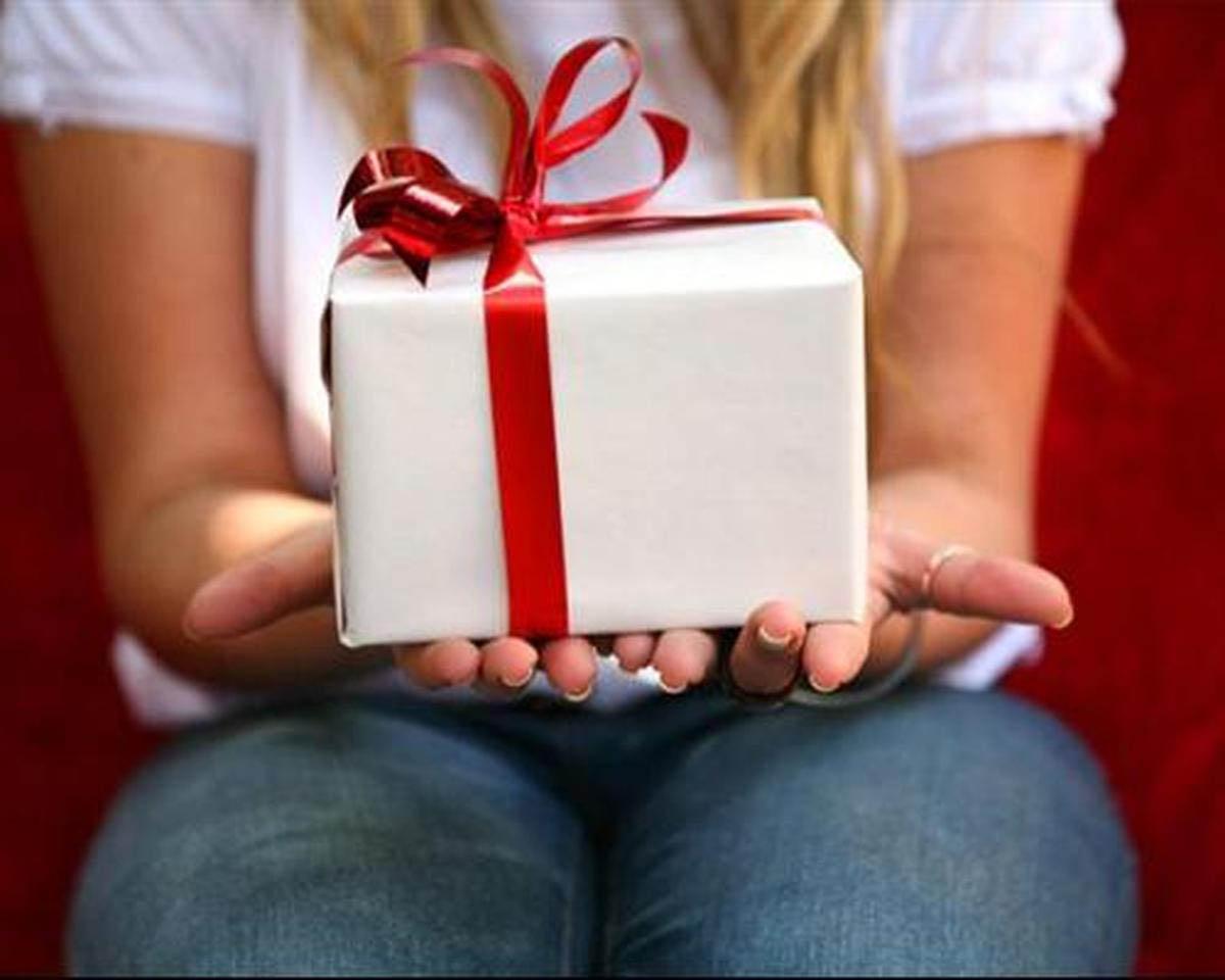 Как вконтакте подарить подарок другу
